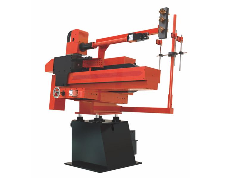 如何管理焊接机器人的操作?